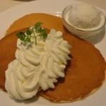 ( ・×・)雪印パーラーのプレミアムパンケーキにはスノーロイヤルがついてるぞ