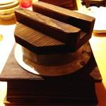 ( ・×・)アトレ上野「まいか」でぷりぷり海老とアボカドのとろーりチーズ釜飯