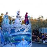 ( ・×・)東京ディズニーランドが期間限定で「アナと雪の女王」の世界に変身していますよ