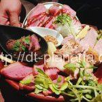 ( ・×・)燻製肉の盛り合わせが超ボリューミー!価格も良心的な燻製&炭火焼きのお店「モンパカ」上野