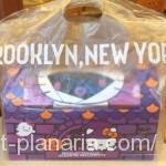 ( ・×・)ハロウィーン限定ミスドのセットボックスはキティのタオルが付いて超お得です!