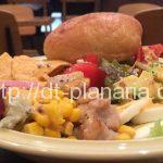 ( ・×・)渋谷マークシティの静かなカフェでブルーチーズのサラダランチ「ルサンパーム」