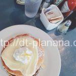 ( ・×・)カイルアでスーパー巡りの途中でパンケーキはいかが?モケスのリリコイパンケーキ