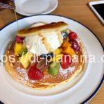 ( ・×・)ダイヤモンドヘッドの麓にあるナチュラルなカフェでフルーツどっさりパンケーキ「カフェ・モリーズ(Cafe Morey's)」ワイキキ
